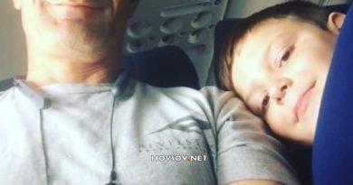 El mensaje del compañero de asiento de un niño con autismo que viajaba solo en avión emociona a Internet
