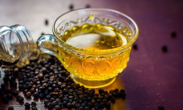 Cómo combatir la tos con un té de pimienta y miel